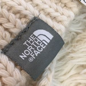 THE NORTH FACE cream colored Chunky yarn scarf